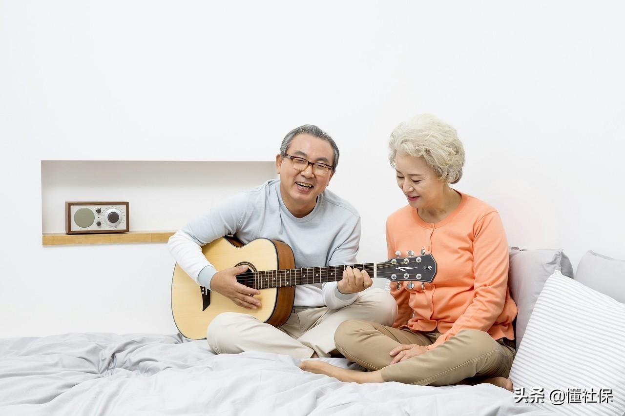 农村60岁的老人,每月养老金只有100多,他们是怎么生活的?