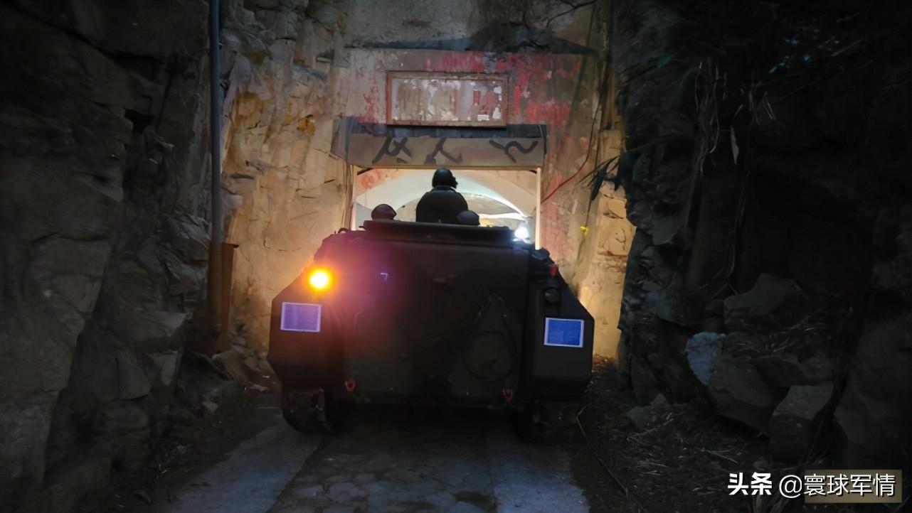 担心解放军攻台?马祖装甲车全部躲进地道,官方解释:保存实力
