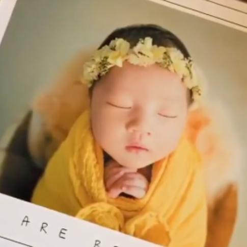王祖藍二胎女兒滿月照火了,眉眼清秀,像極了爸爸,好可愛