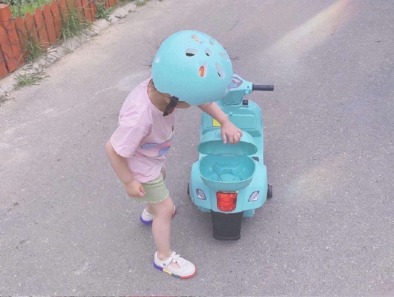 董子健老婆孙怡晒娃,「小摩托」逆行超可爱,这才是明星婚姻