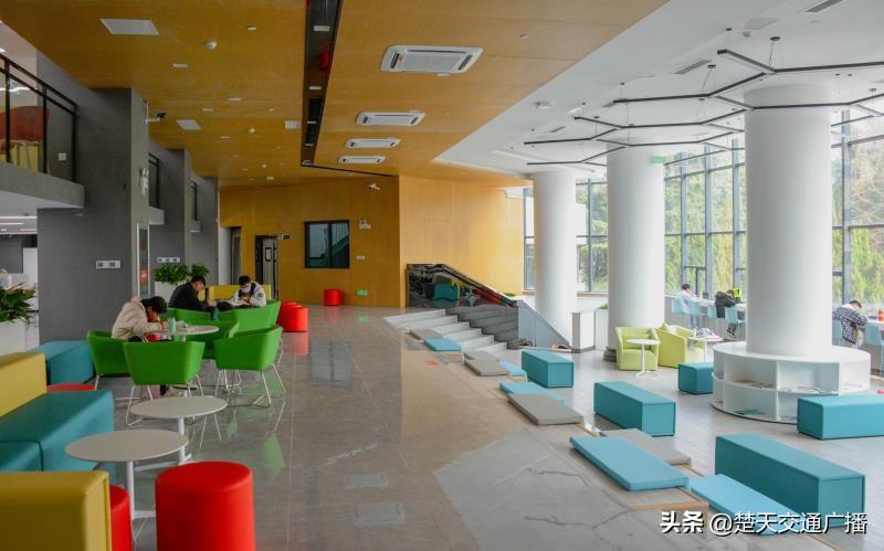 智慧+共享,武汉科技大学第三代图书馆建成使用
