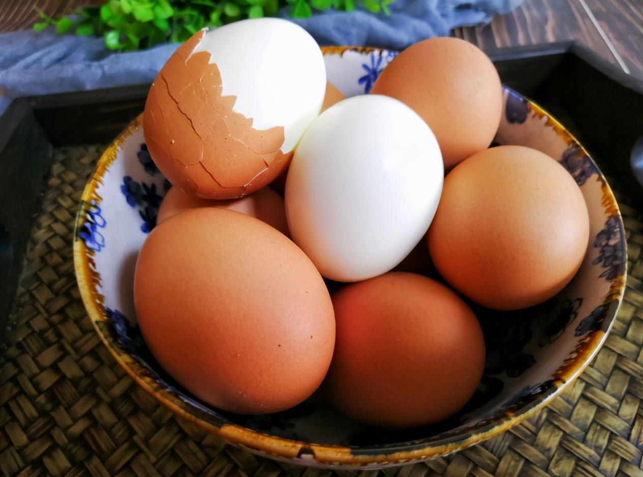 煮鸡蛋,不要直接用水煮,学会3个技巧,鸡蛋鲜嫩入味,3秒剥蛋壳 美食做法 第6张