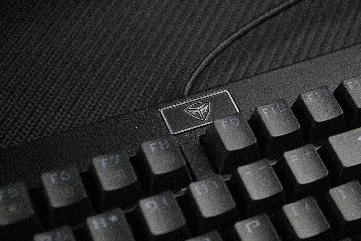 低�h客制化神�?200元的���频三热插拔机械键盘