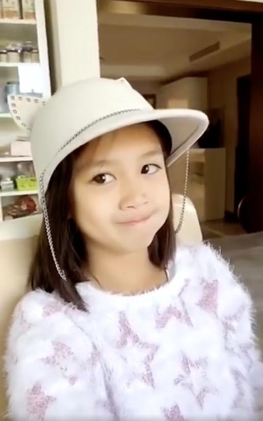 钟丽缇晒考拉成长记录为其庆祝10岁生日,画风从可爱到成熟变化大