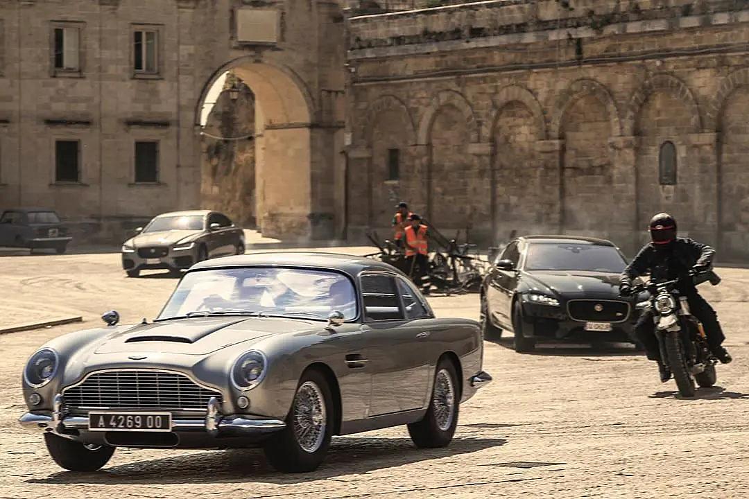 《007:无暇赴死》很出色:动作戏摄人心魄,结局完美,女主也惊艳