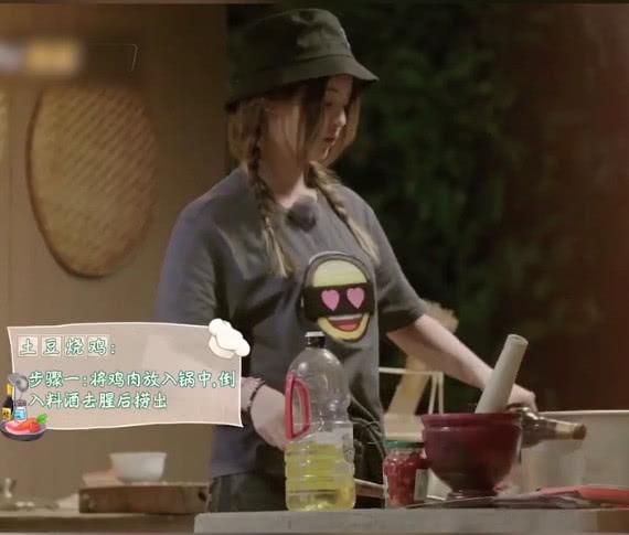 穷人的孩子有多早当家?听杨超越做饭时的这句话,网友:泪目了