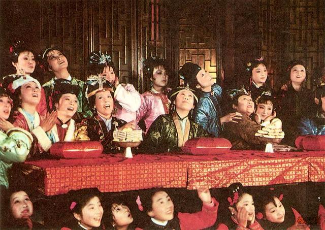 你不知道的《红楼梦》:试镜万人,公费整形,设计2700套服装