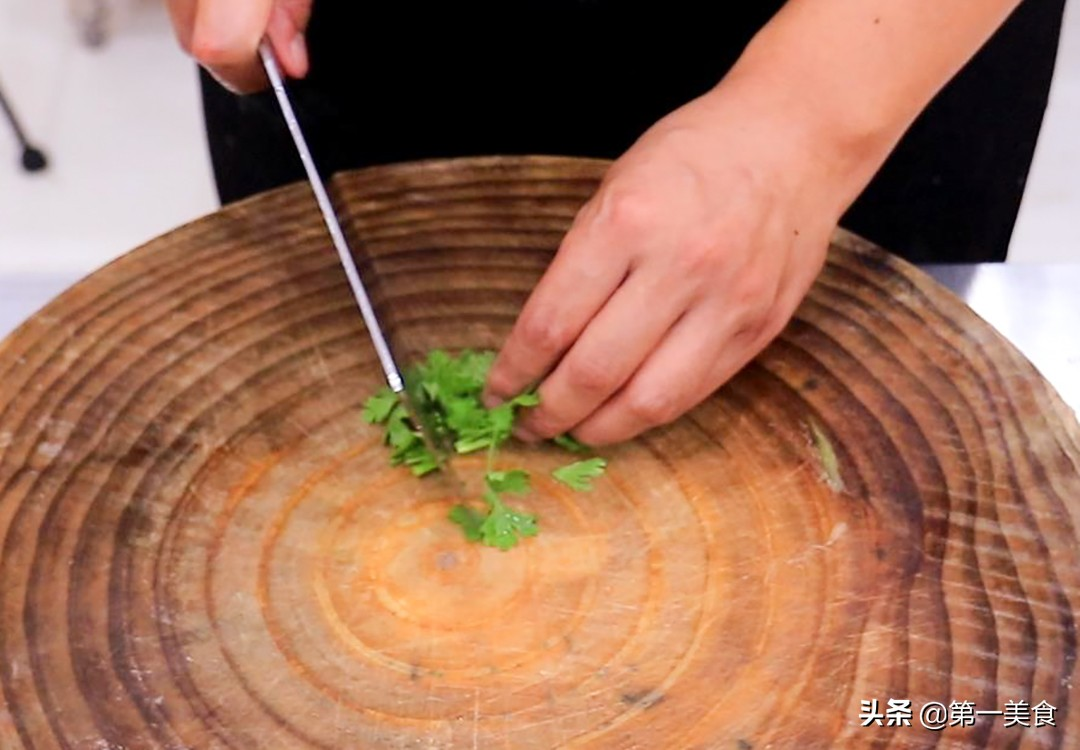 凉拌土豆丝好吃有诀窍,厨师长分享给你,清脆爽口,酸辣又开胃 美食做法 第4张