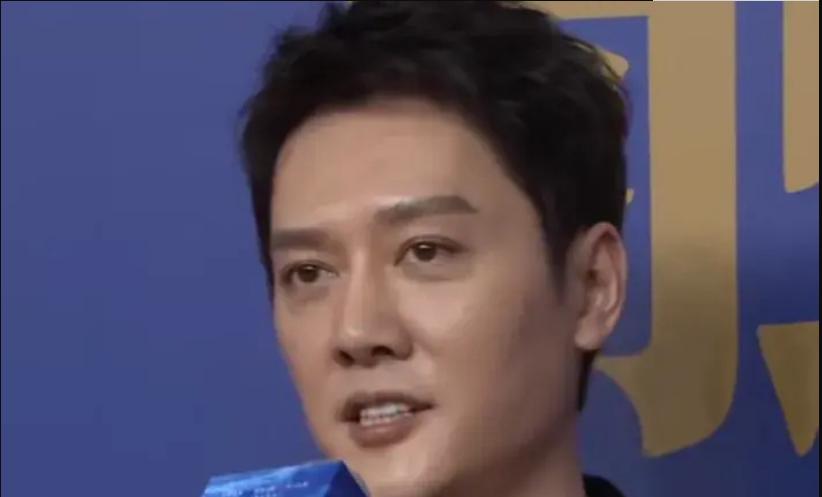 冯绍峰离婚后首次出镜,整个人瘦了一圈,面对童谣的互动全程冷脸