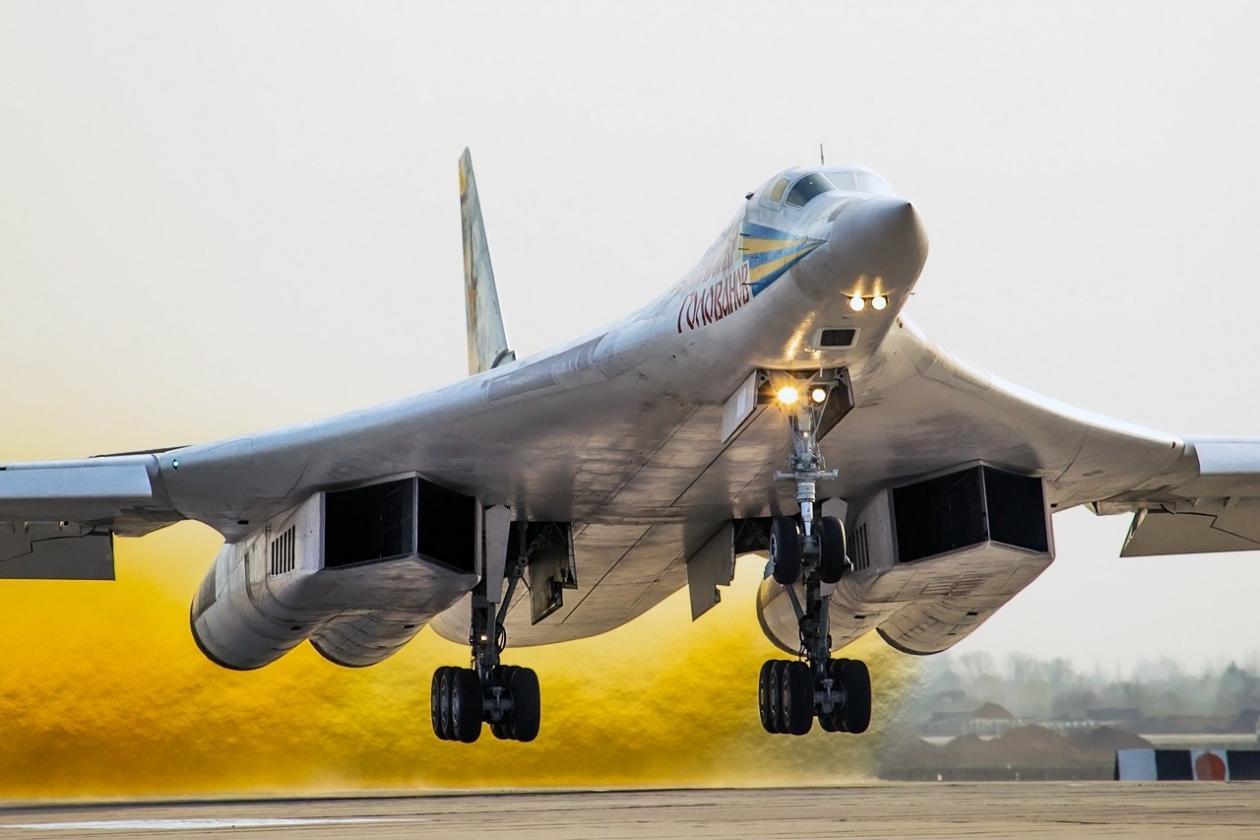 连续飞行25小时!图160轰炸机破世界纪录,美五代机被甩在身后