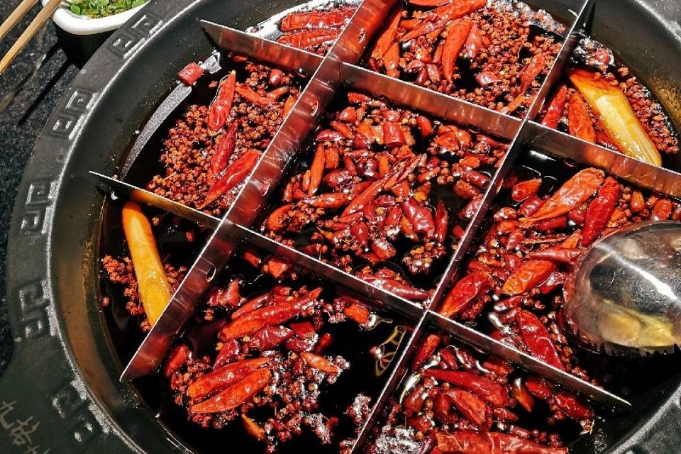 吃火锅标配的四种秘制油碗
