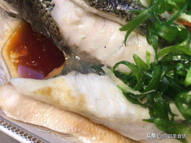 """清蒸鲈鱼,牢记""""1倒2不放"""",鱼肉鲜嫩无腥味"""