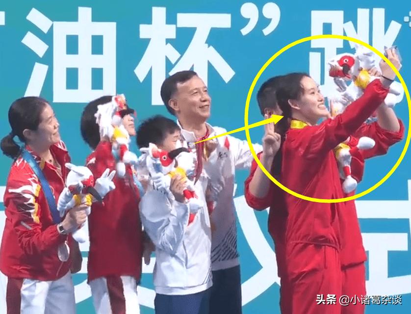 全红婵太火了!奥运冠军在线追星,师姐现场求合影,教练也被逗乐