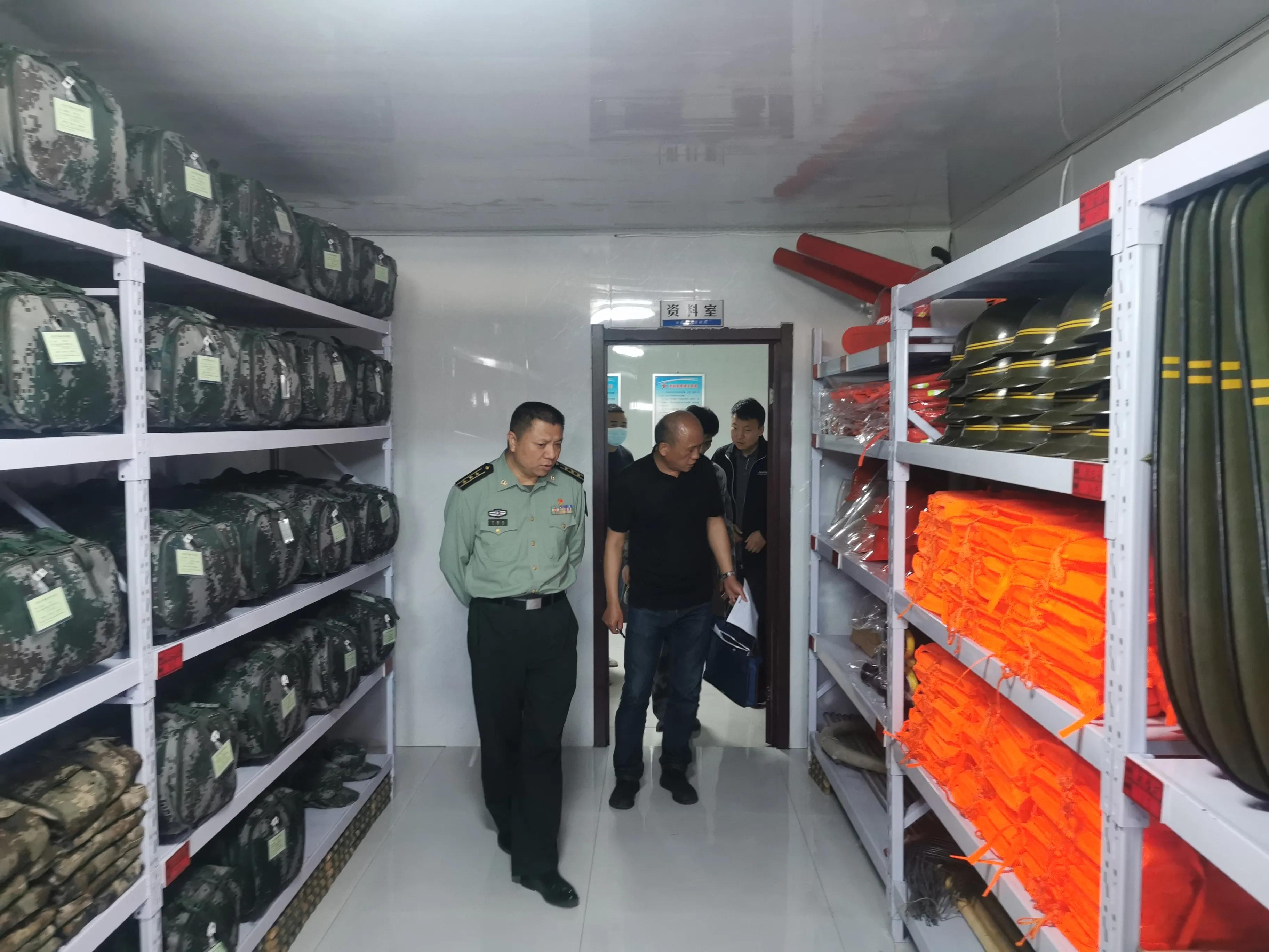 """双鸭山市军分区动员处处长于德志一行检查指导""""两室一库""""建设工作"""
