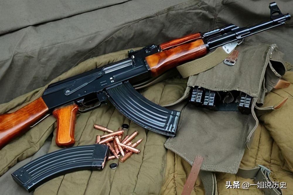 被AK47打中还能作战吗?别被忽悠,阿富汗老兵:躺好就行