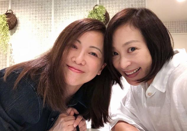 54岁邓萃雯太会保养!比53岁黎美娴还显嫩,又美又有气质感