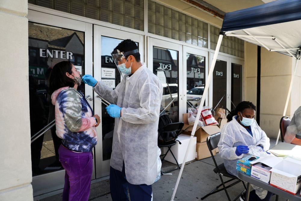 美国感染人数上涨,新一轮疫情随时爆发,白宫却忙着准备庆祝活动