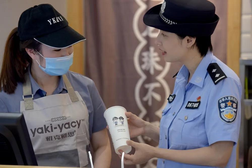"""奶茶反""""诈""""?奶茶店首次与公安局""""联名""""是一种全新的营销战略"""