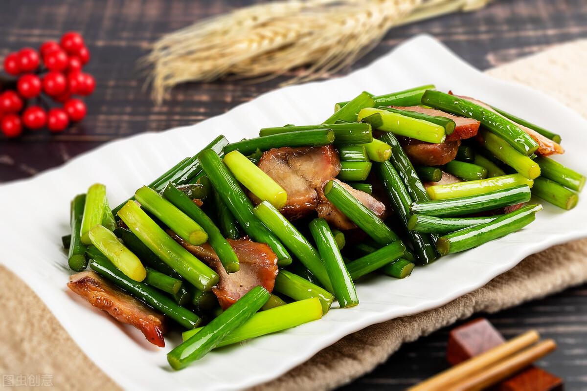 炒蒜苔时,有人焯水有人直接炒,都不对,教你一招,蒜苔又脆又绿 美食做法 第1张