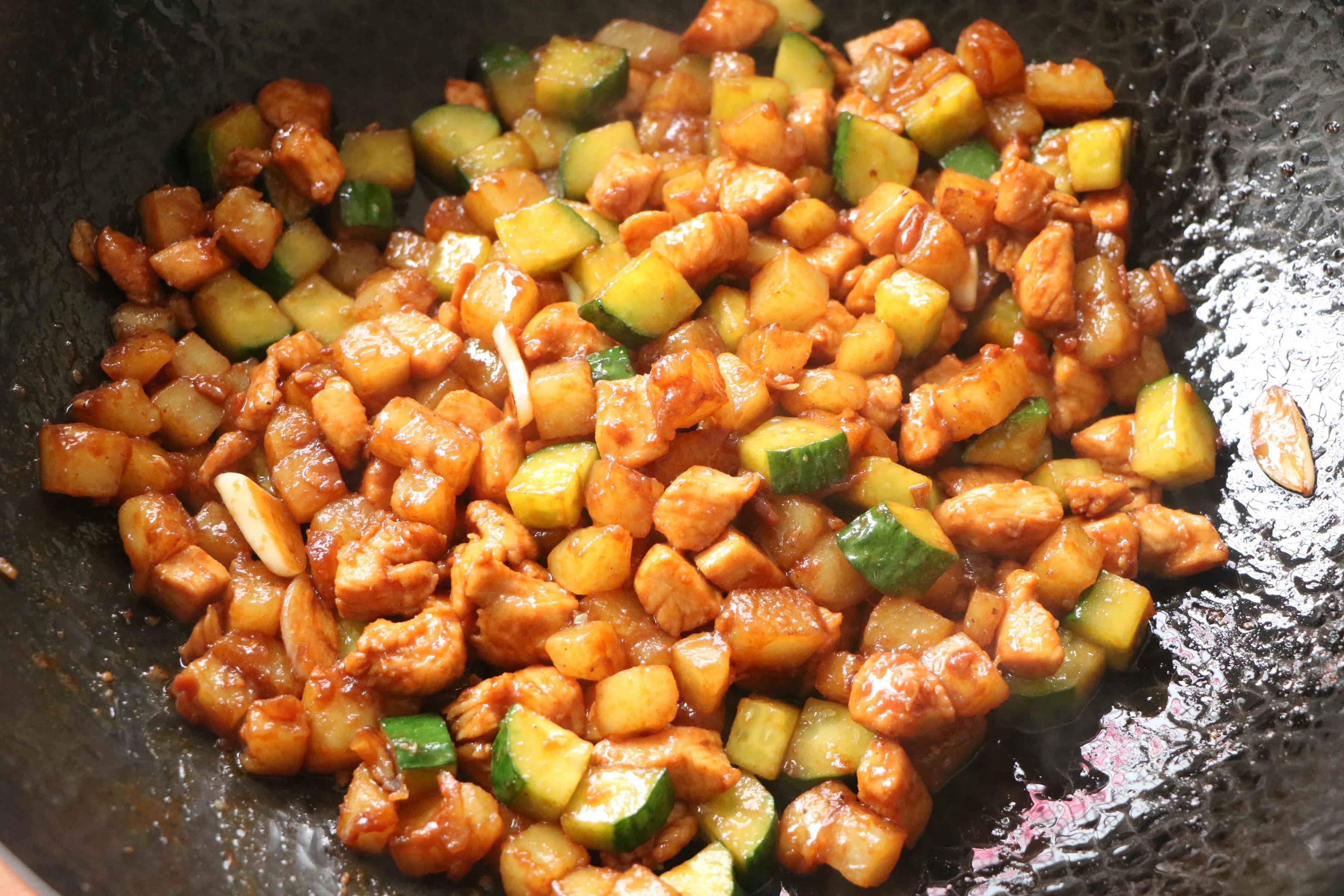 这3样食材一起炒太下饭了,鲜香味美,低油低脂,2碗米饭不过瘾 美食做法 第12张