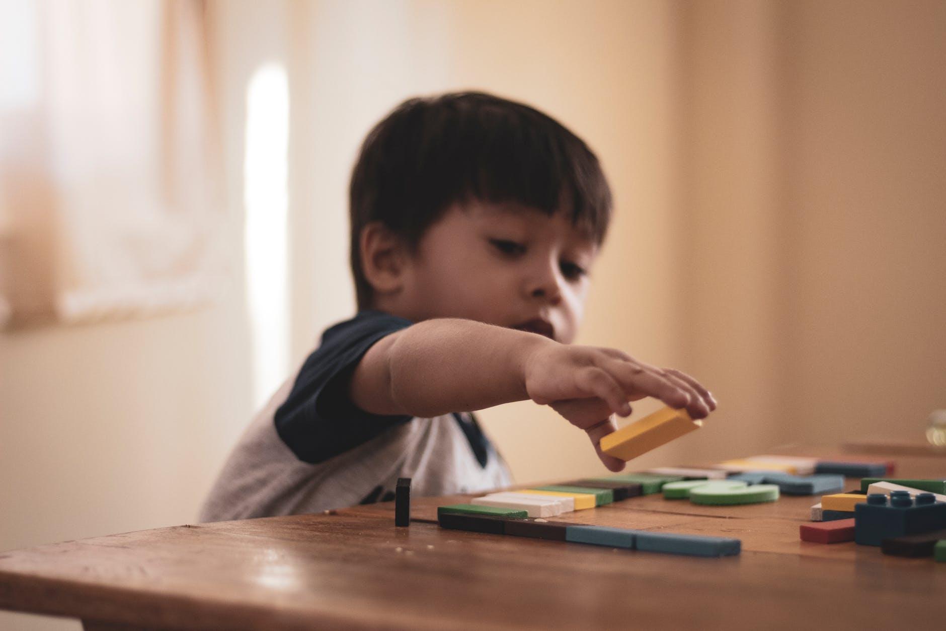 """教育孩子的方法分享:""""两不管,三不惯""""原则,会让孩子今后更有出息"""