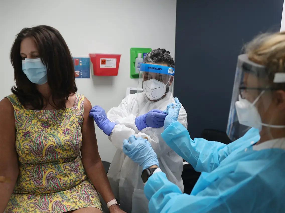 英国教授称牛津疫苗可能对南非变异病毒无效,钟南山预测成真?