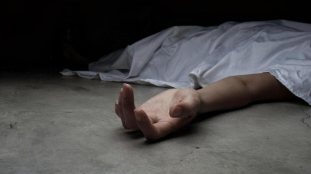 英7旬老人独来独往,突发心脏病离世,2周后邻居闻到恶臭才发现