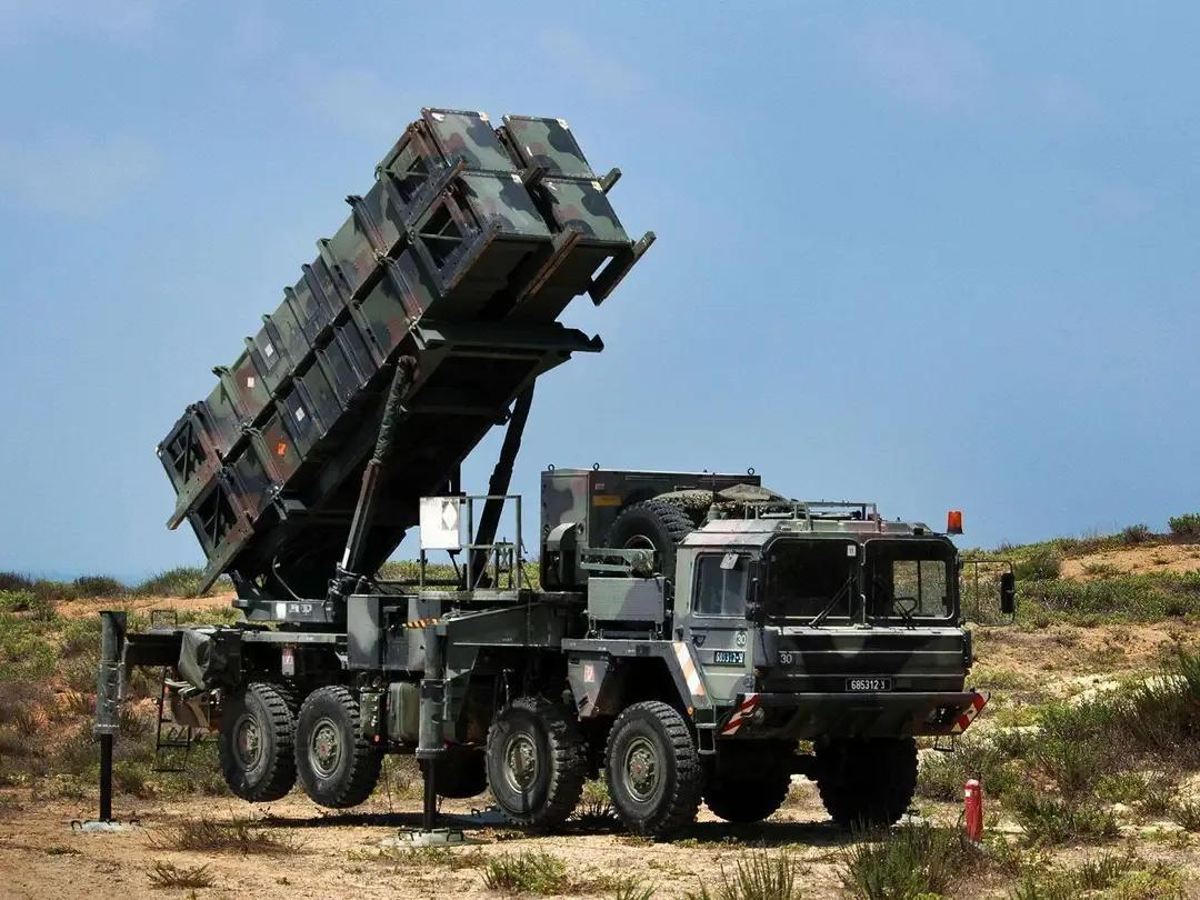 新型远程火箭炮可替代东风-15,饱和打击战术压垮台湾防空体系