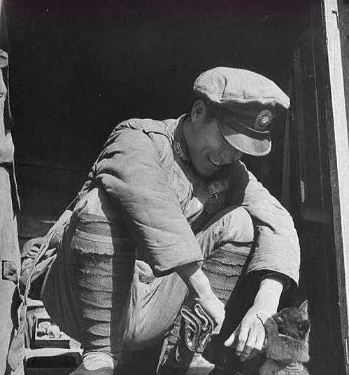 淮海战役期间美国人拍摄的国军:士气无比低落,图6为杜聿明被俘