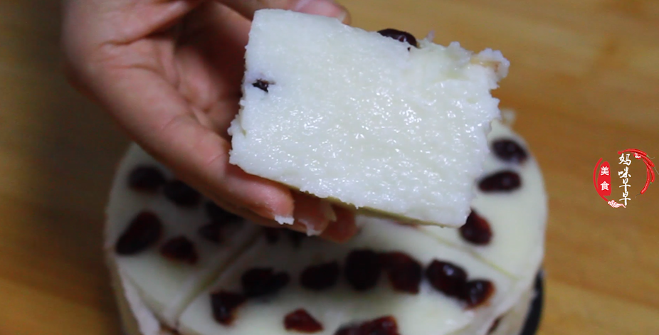 剩米饭别炒着吃了,教你一个新做法,香甜软糯,比蛋糕还好吃