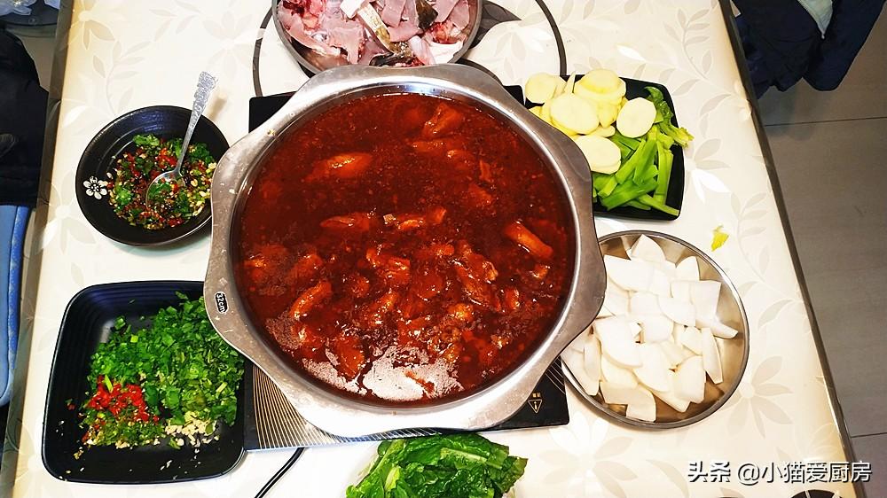 羊肉加上鱼肉一起做的火锅是什么味道呢?没有吃过只能试一试了