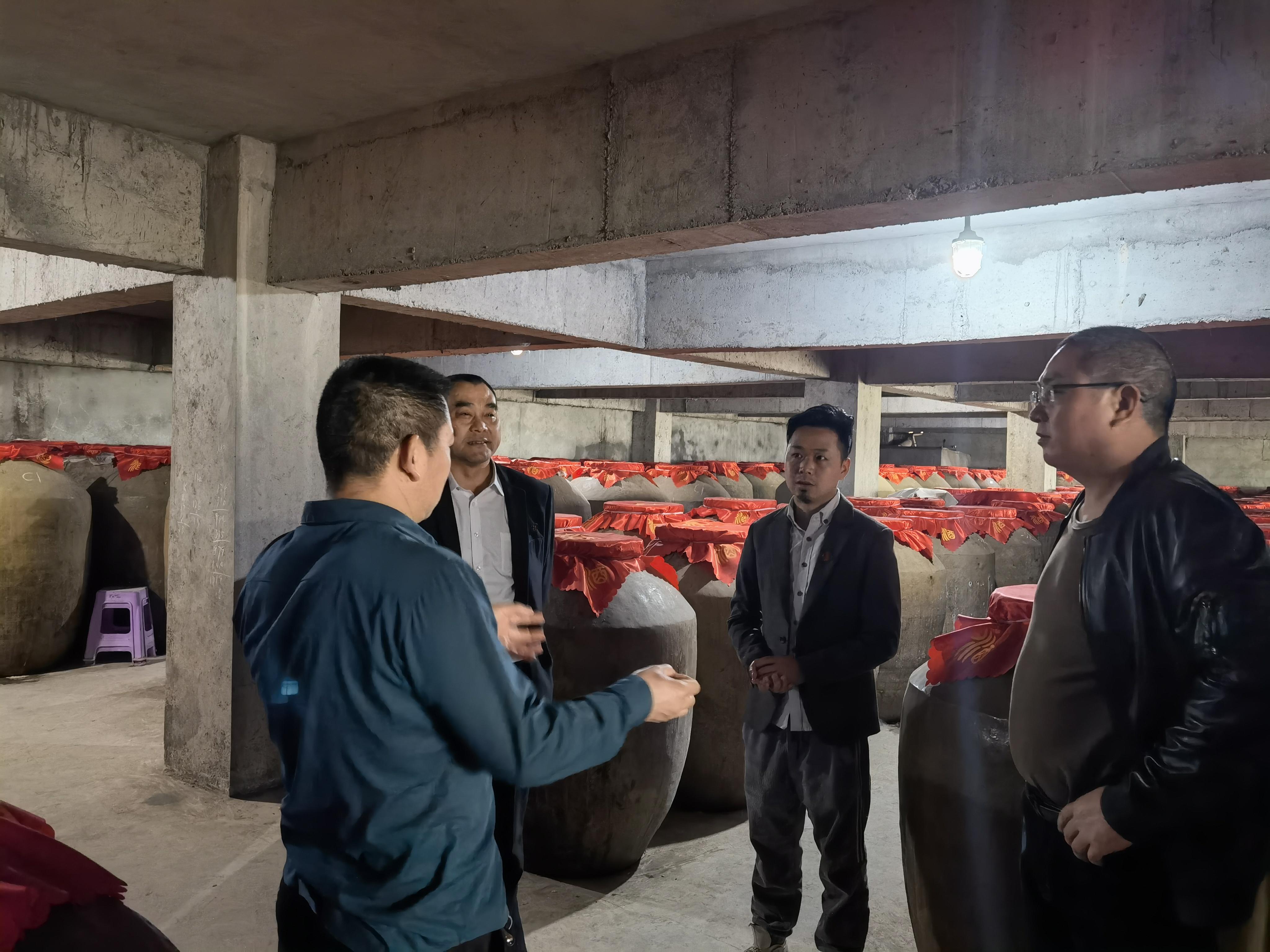 中华龚氏网总编辑龚国林一行前往仁怀市仙酿酒业调研交流