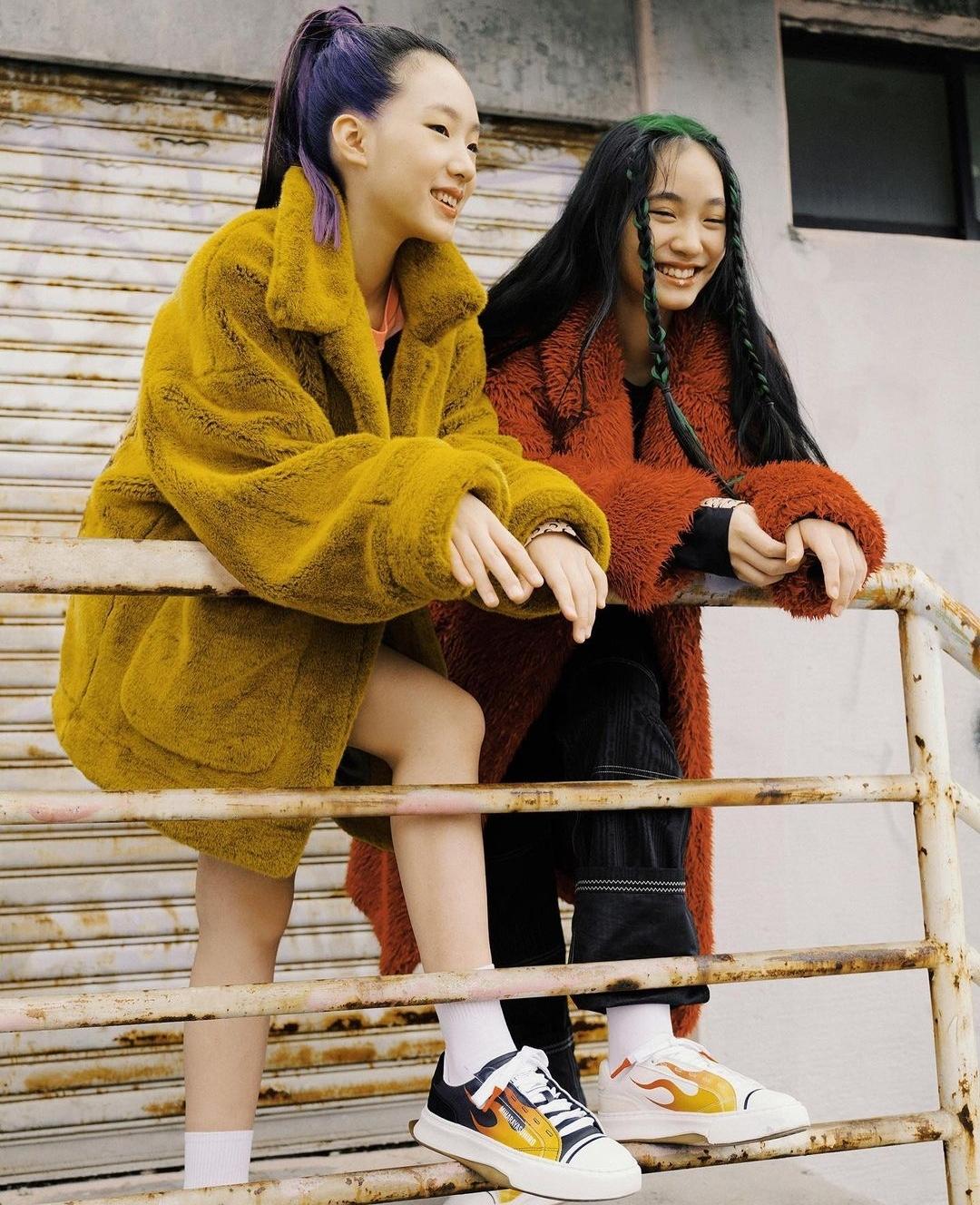 小s兩個大女兒再合體拍雜誌,姐姐撞臉火箭少女Yamy氣場足