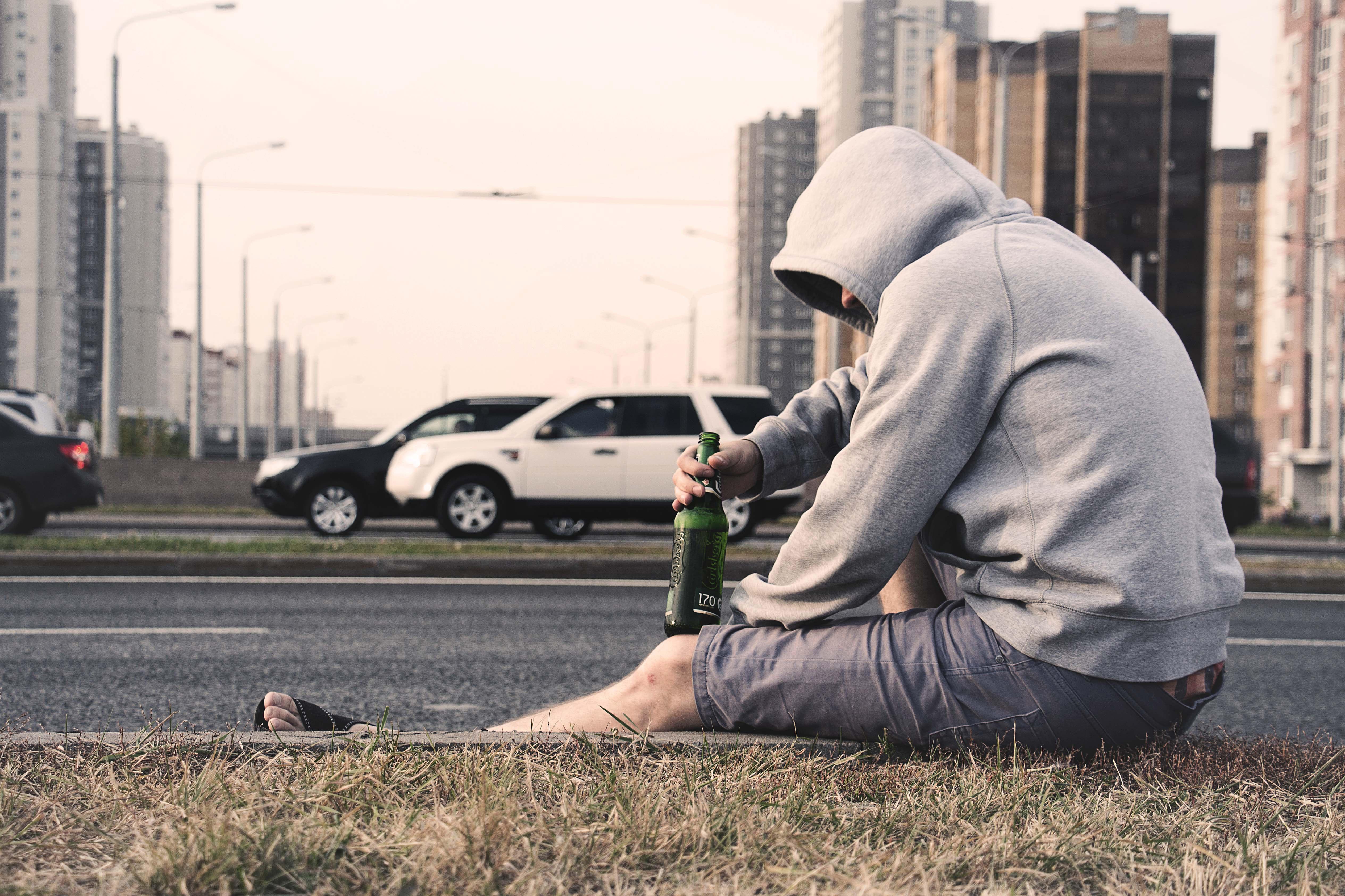 成年人,離崩潰只有一線之隔,離發瘋僅為一秒之差