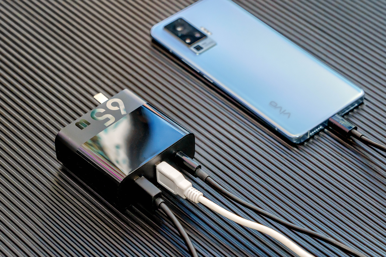想充电快又想同时多充?来看看ZMI紫米PD65W充电器评测