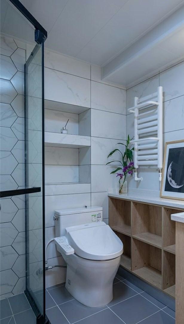 晒晒我家卫生间,手盆柜做异型延伸,满屋收纳柜朋友都夸有远见