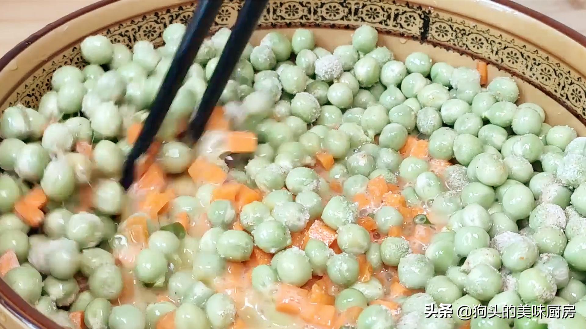 豌豆不要炒着吃了,加两个鸡蛋,比吃肉还香,上桌就抢光 美食做法 第9张
