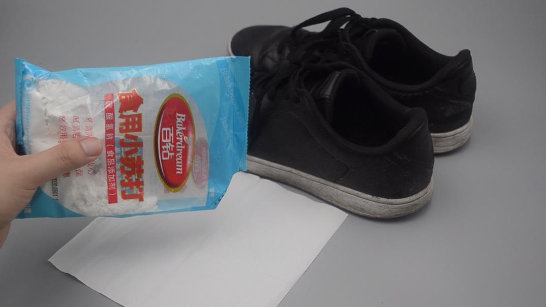 不管鞋子有多脏,在鞋里撒一把,臭味轻松清除,穿一天都没汗臭味
