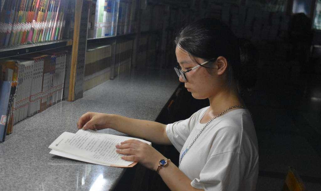 湖南高考676分女学霸钟芳蓉,报考的学校是北京大学冷门专业