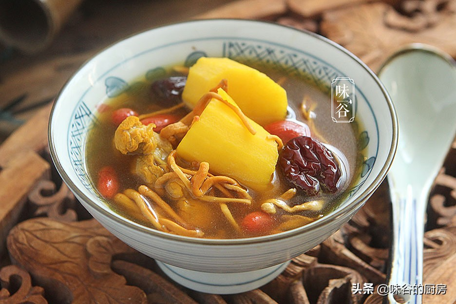 秋天干燥最适合喝这汤,不寒不燥