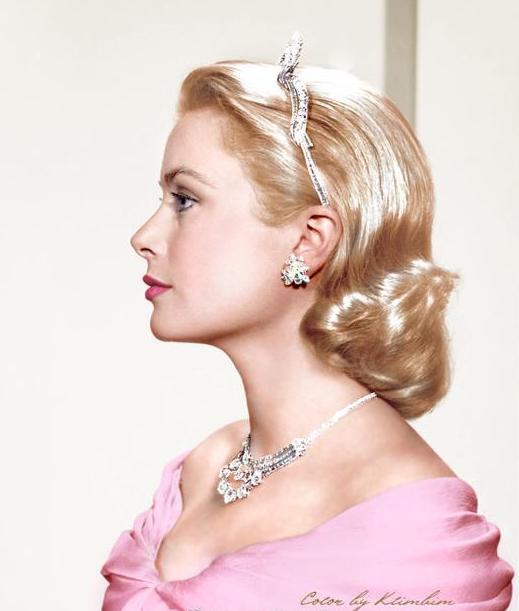 电影摩纳哥王妃气质超群,从影星到王妃的距离,就是珠宝搭配之美