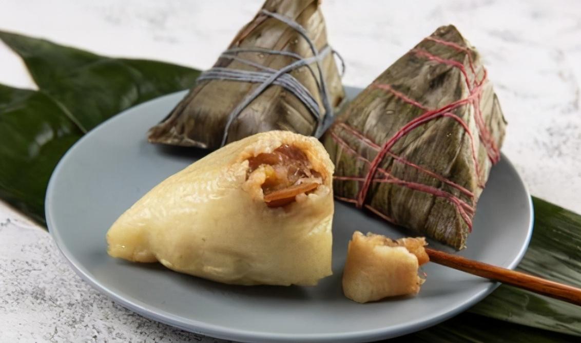 """包肉粽子技巧 """"2拌2腌""""很关键 肉粽咸香软糯 超好吃"""