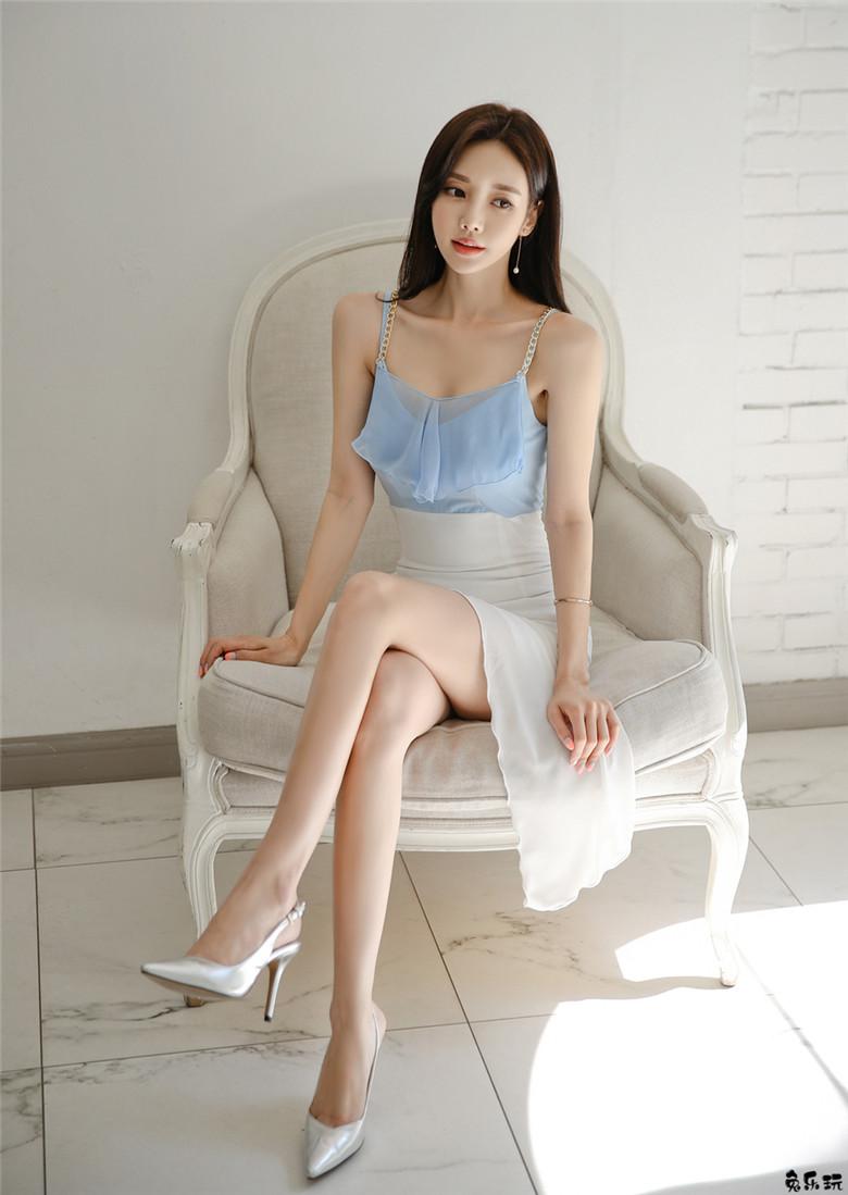 孙允珠:水蓝苓草仲夏梦幻冰晶吊肩裙