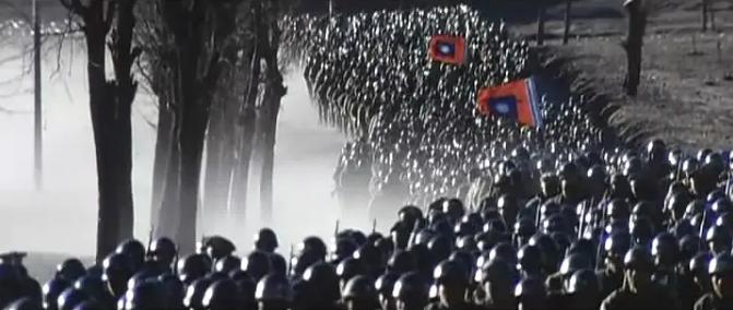放心了,于和伟接住了林彪这个角色,唐国强王劲松文戏演出火药味 原创2021-06-27 22:46·皮皮电影 90年代初,八一制片厂曾拍过《大决战》三部曲,这三部电影总时长11个小时,豆瓣均分8.4,