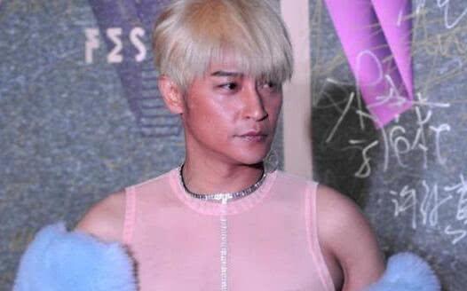 广西农村超模陆仙人(卢宪仁)奇装异服走红,多彩的时装秀引人关注