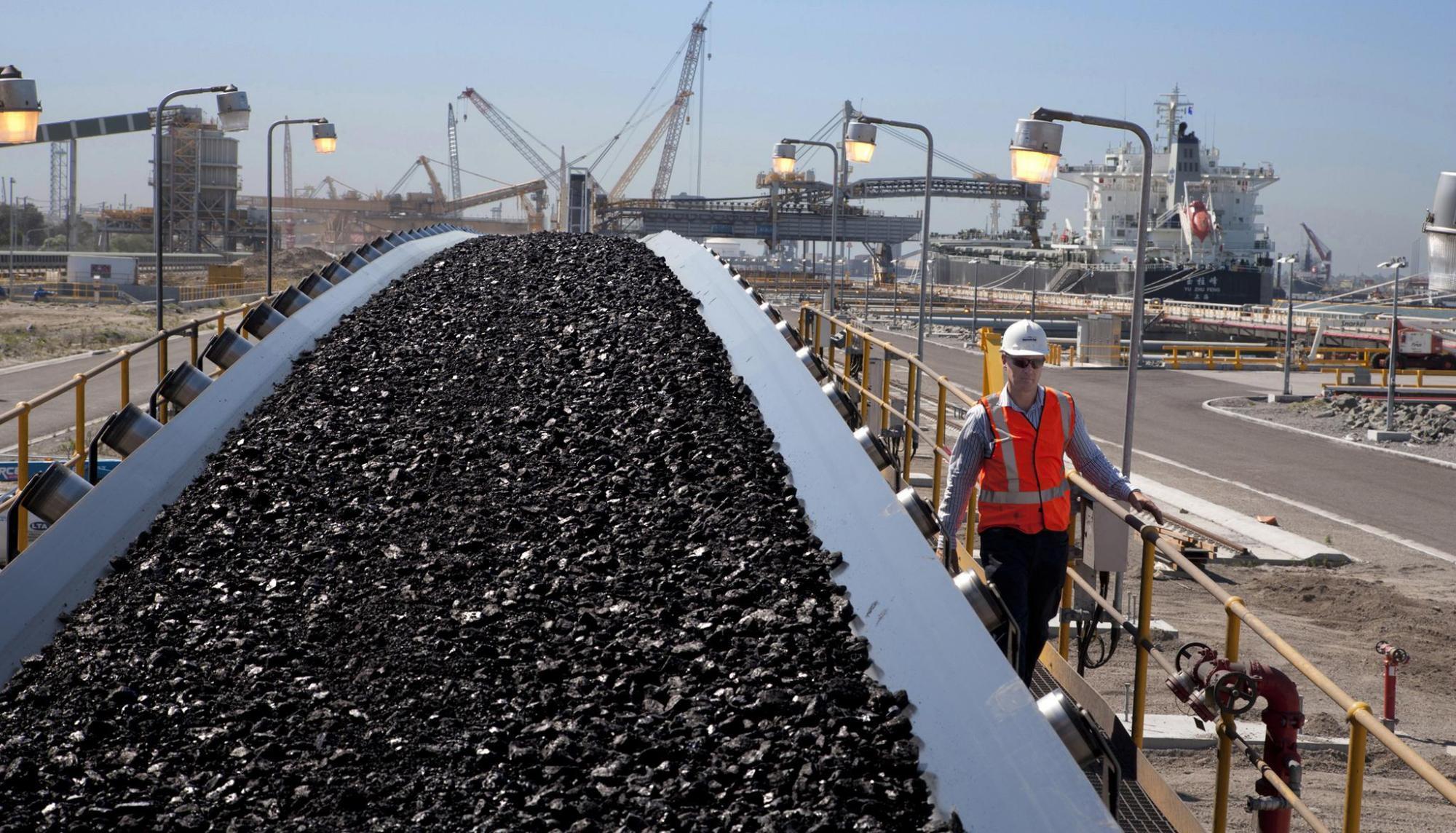 很多煤船滞留在中国港口!澳大利亚矿业企业急需自救:以仅12亿美元的价格出售煤矿