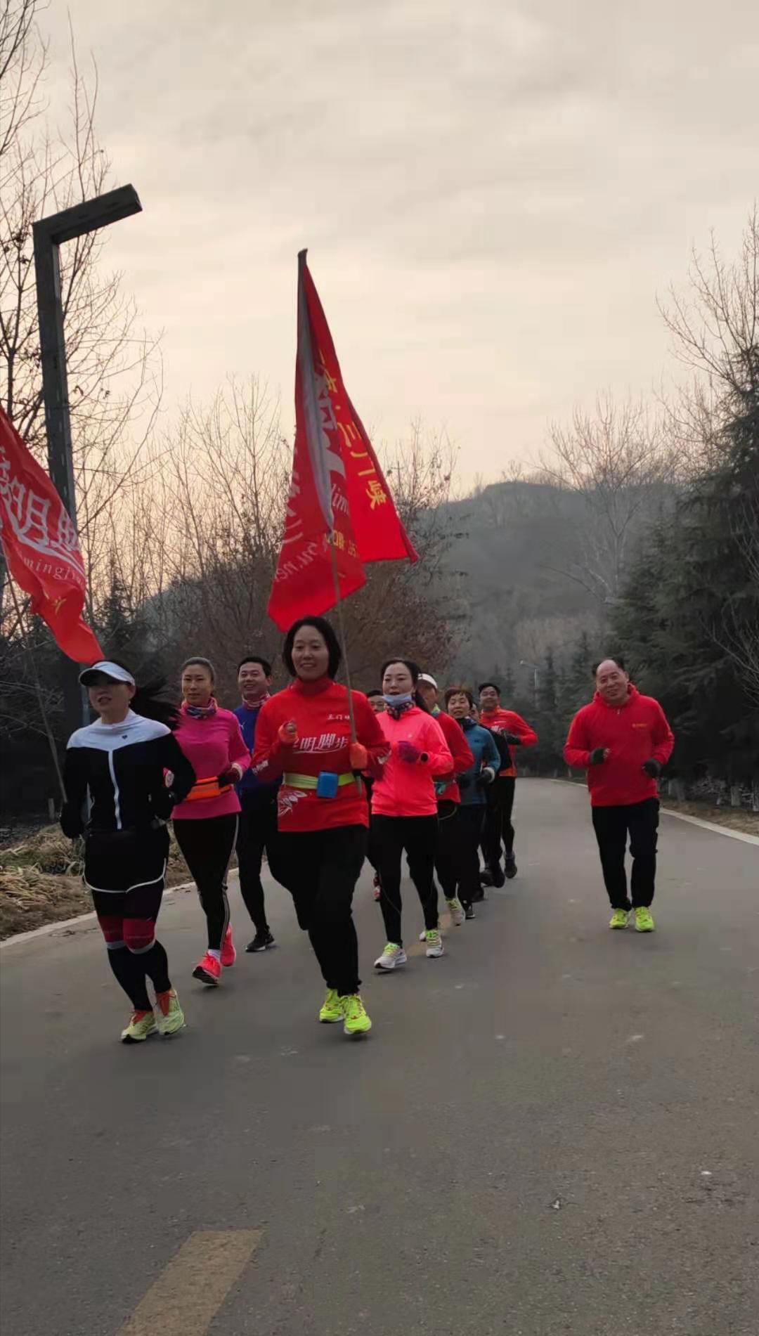 三门峡黎明脚步举行纪念毛泽东诞辰127周年百公里接力活动