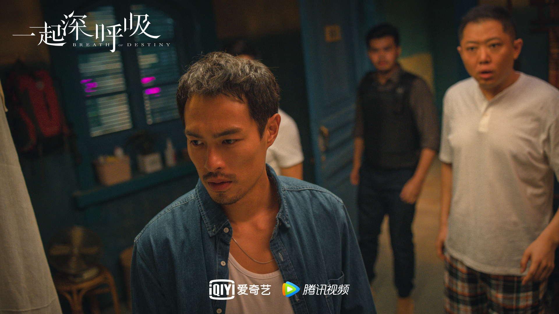 《一起深呼吸》热播 杨�v宁男友力爆棚制服造型受好