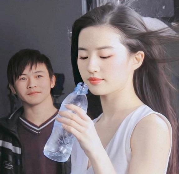 刘亦菲疑曝新恋情!男方颜值不输宋承宪,穿刘亦菲衣服拍合照