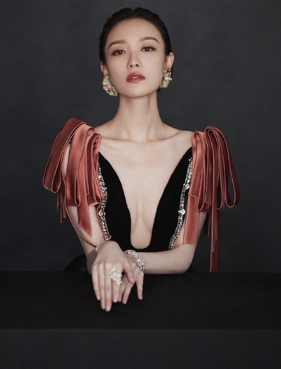 时尚芭莎派对女明星礼服造型大赏,杨颖精修图被粉丝嫌弃